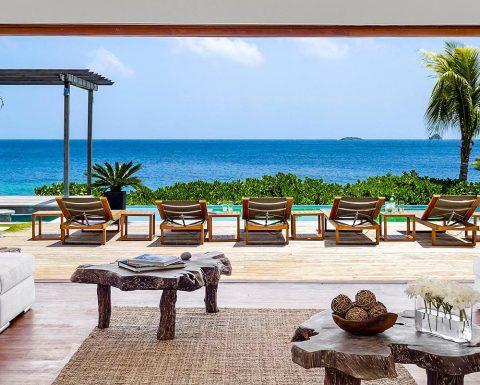Tribu Beach Club med utsikt över havet